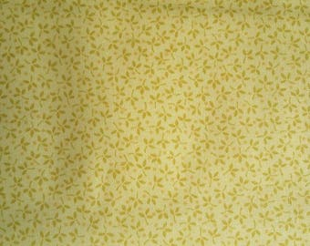 Makower Andover flower floral yellow 100% cotton fabric 44 inch / 110cm floral