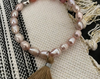 Pink fresh water pearl and agate bracelet