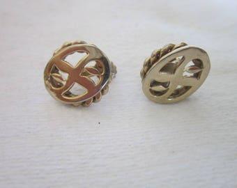 Retro Fancy Design Gold Tone Screw Back Earrings