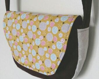 Lightweight and practical shoulder bag