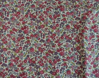 Red and plum flowers pattern cotton fabric