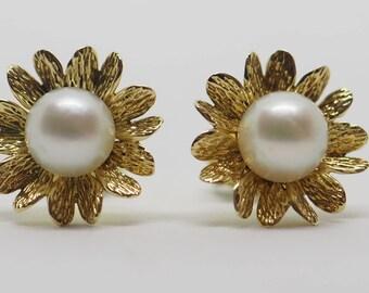 A Zuchtperle14 K flower Stud Earrings