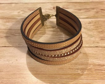 Wristband cuff 5 rows imitation leather brown and gold.