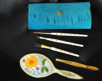 1950s novelty makeup brush and mirror set