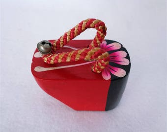 VJ7:Lacquer wood GETA Sandal,Vintage JapaneseTraditional Miniature Lacquered Wood GEISHA GETA Sandal Lucky ornament,bell,hand made in Japan