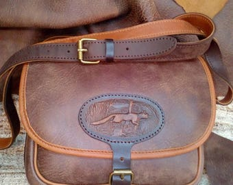 Luxurious hunting bag made of genuine Italian leather.