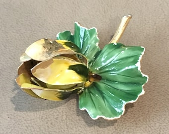 Vintage Brooch yellow flower lily pad gold tone