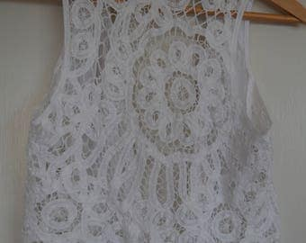 Vintage lace detailed white vest / size 8 - 10 / 70's