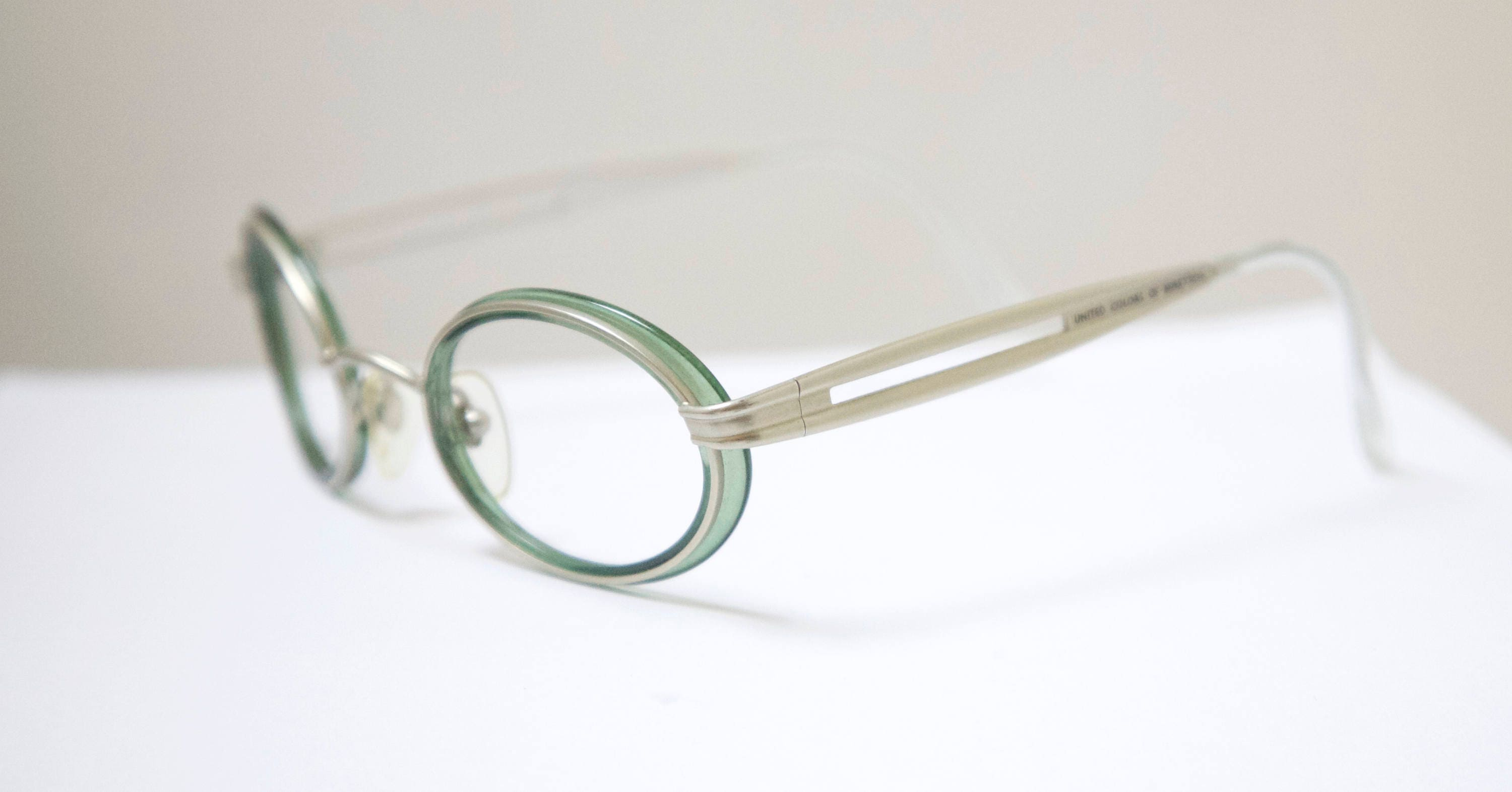 Vintage BENNETTON 1990\'s Oval Eyeglasses / Made in Italy /Model# UCB ...