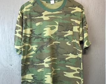 L * Vintage 80s camo pocket t shirt * camouflage