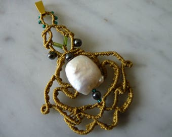 Pendant macrame necklace with freshwater pearl