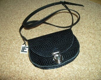"""Mini pouch"" black scales for Lady to become a bandit"