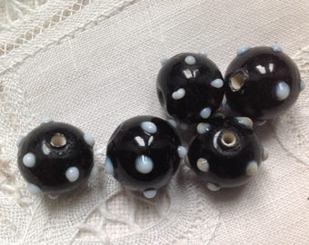 Set of five round diameter 14mm glass beads