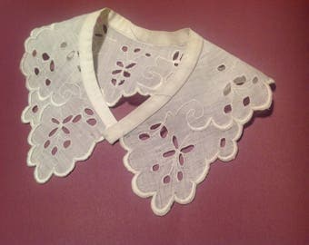 Antique collar, in embroidery on linen, way Richelieu