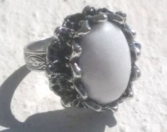 Silver ring - white Agate - baroque style