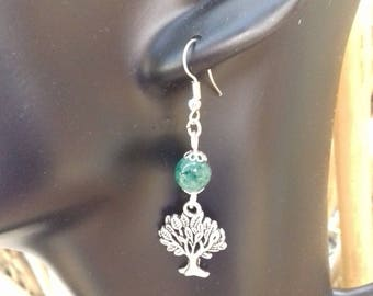 Child earrings where women in silver plated and green jade bead / gem stone of harmony