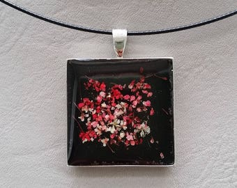 neck + square pendant, resin and dried flower petals Pink/White