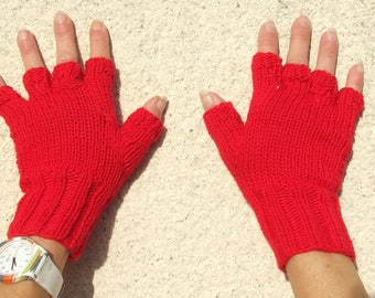 Fingerless gloves with fingers in pure wool knitted hands