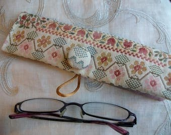 Handmade pouch glasses case with a fabric with pastel - glasses or pencil case - case in canvas naive patterns - case