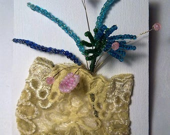 WALL and a bouquet of flowers. 12 / 9cm. 9 stems of beads, pale green lace. Gift.