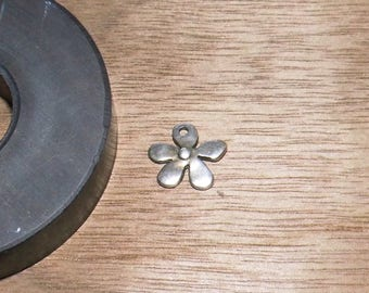 charm 15mm Silver Flower pendant