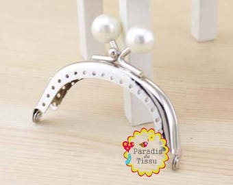 1 x 8cms C1 White Pearl ring with fancy bag clasp