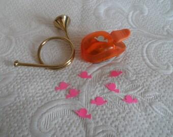 perforatrice trompe de chasse confettis pour déco, menus, marque place, anniversaire, retraite, mariage