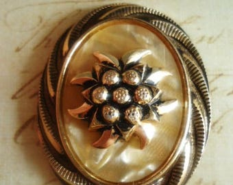 "reserved Cabochon ""edelweiss"" VINTAGE - for your creations"