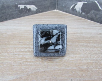 "Square ring Silver ""Stone"" grey and black graphic pattern"
