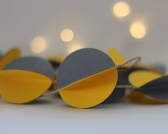 Paper, 3D gise and yellow circles Garland