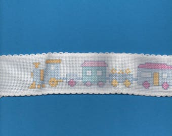 2 m 65 lace trimmed train 5cm wide white background