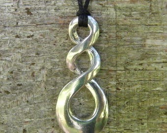 Triple loop of endless flat pendant, made in France in fine pewter