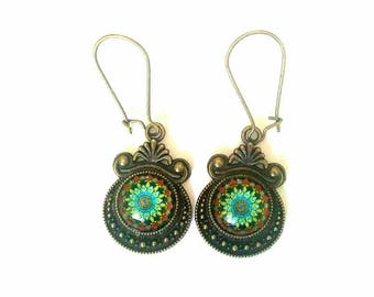 Dangle bronze earrings. Green rosette.