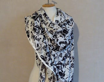 flowing stole, shawl black and white, black and white shawl