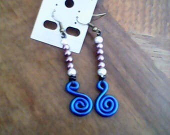 Earrings made of aluminum wire, adorned with 4 Pearl