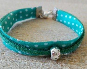Fabric bracelet and suedine green cord