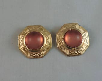 Vintage retro pair of gold tone earrings with cabochon peach coral blush clip on