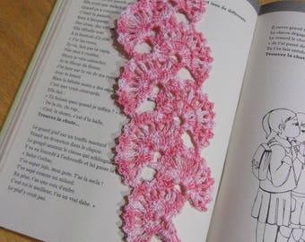 Lace bookmark fan effect