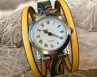 Round yellow XS wrist watch woman watch metal silver leather mustard yellow with magnetic clasp
