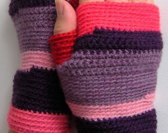 Mittens for women, colors pink, fuchsia, purple, lilac and Red fashioned crochet, adding an inch, gift for her