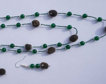 Necklace and earrings with jade and zanzibar seed