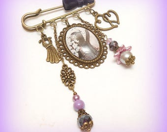 "Brooch ""Vintage - purple Corset spirit"" glass cabochon"