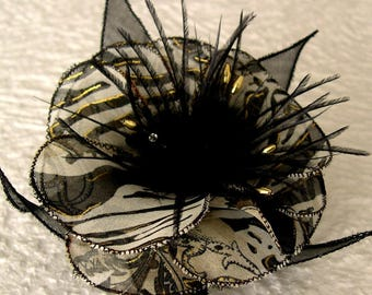 Flower brooch in fabric & feathers and pearls 008