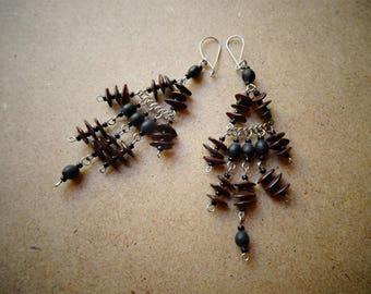 Dangling seeds - ethnic - handmade - Bali earrings
