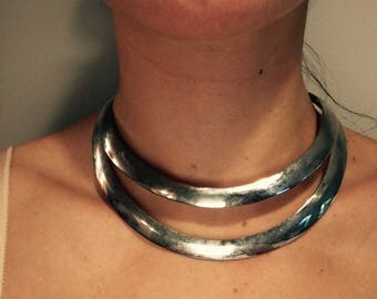 Silver choker neck band