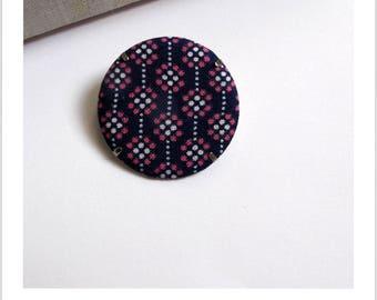 """Fabric brooch, fabric badge """"skewer me"""""""