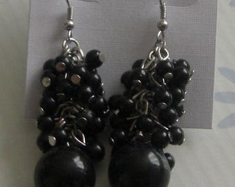 Pearl cluster dangle earrings black