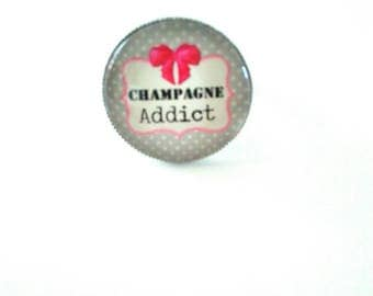 Ring for a champagne addict
