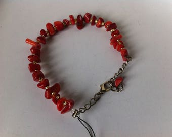 Bracelet with coral beads and seed beads