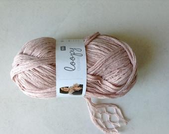 Ruffle yarn in nude pink